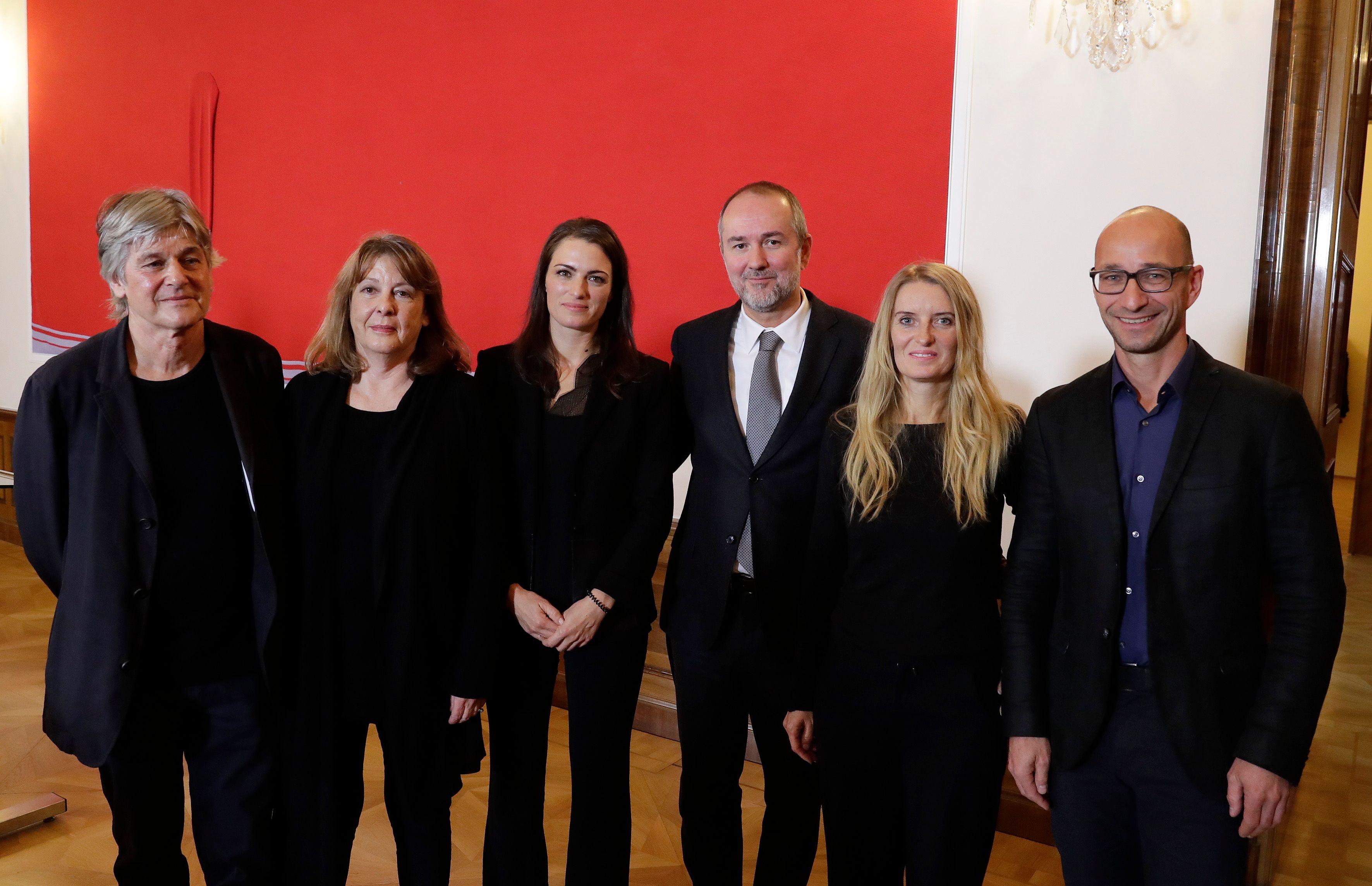 Pressekonferenz 16. Architektur-Biennale 2018, v.li.n.re: Dieter Henke, Marta Schreieck, Verena Konrad, Thomas Drozda, Kathrin Aste, Frank Ludin Foto: Regina Aigner
